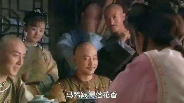 新还珠格格:皇上出巡大队走走停停的来到了龙山寺