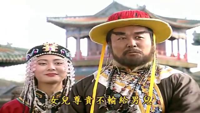 小燕子在偷看西藏土司时,不小心从墙角摔了出来,让赛娅公主嘲笑