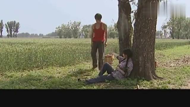 茹华太野了,把王良一颗永恒的心融化,俩人在田间陷入爱河