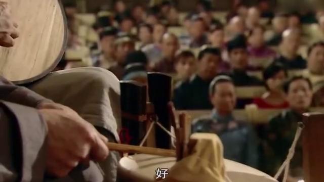戏台上表演《辕门斩子》,不料县老爷突然上台,竟要斩了他儿子!