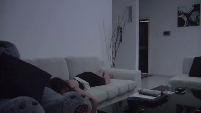 温柔的谎言:杨桃客厅睡着,身上的不明物体,引来闺蜜猜忌!