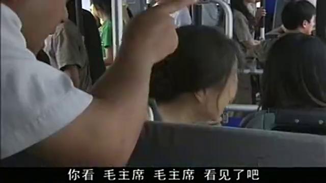 满堂爹娘:端午背着一大个遗像,带着爹游北京城,还吃全聚德呢