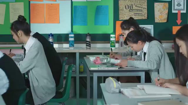 同学两亿岁:宣墨开始想办法挣钱,帮同学抄家庭作业一科5块