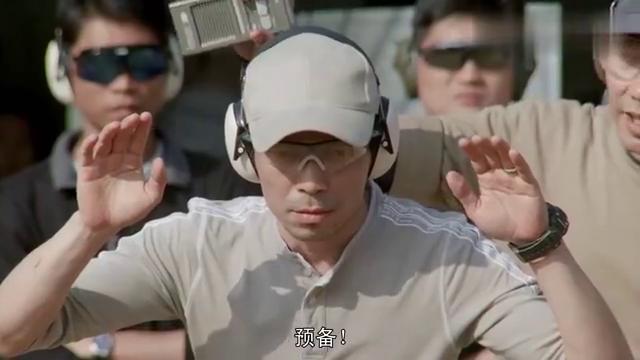 张国荣后期电影代表作,射击动作迅猛,眼神到位,这才是真戏骨