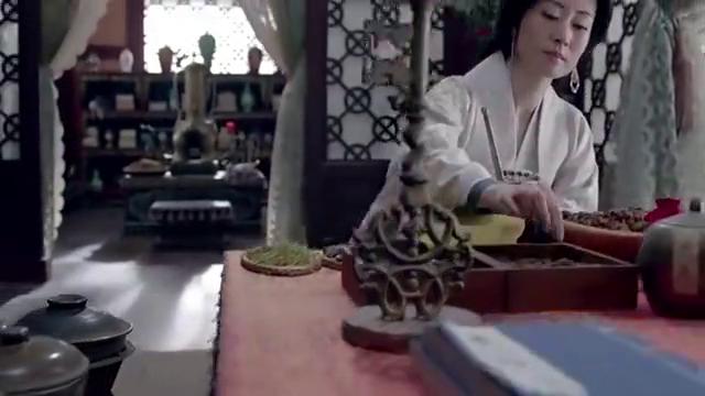 琅琊榜:靖王看望母亲,发现她在给梁帝做甜汤,太贤惠了