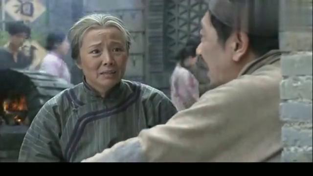北方有佳人:郭瞎子帮老太太算命,听到巡逻过来收拾东西就走!