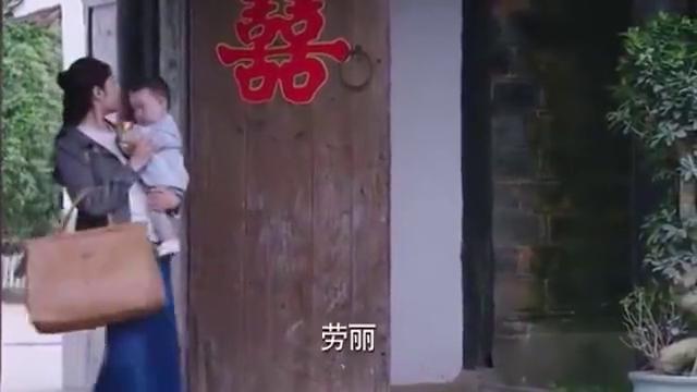大儿媳遭全家冷落,不料小儿媳抱着孙子一来,公公婆婆立马不一样