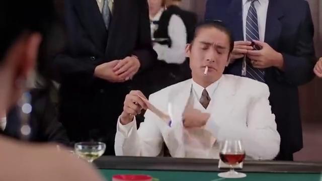 梁家辉一有钱就膨胀,穷酸样还用钱点烟,连赌资都凑不齐被人笑话
