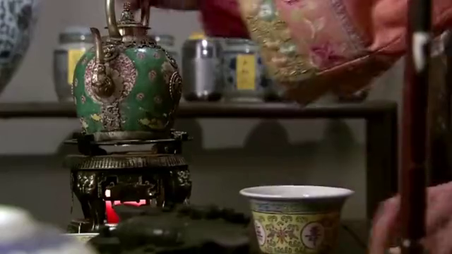 步步惊心:若曦第一次大发雷霆,连茶杯都打翻了,丫鬟都吓坏了!