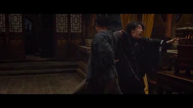 王宝强房祖名不长眼,想在郭富城面前抢钱,结果他一手甩飞一人