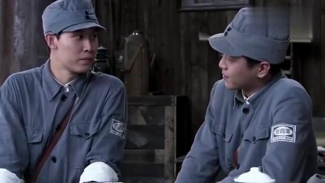 男子让团长做饭,谁知竟不给小火炮吃,瞧把小伙委屈的
