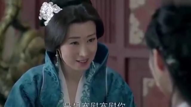 琅琊榜:越妃装病哭诉,高公公立马感觉不对劲,不停给皇帝小眼神