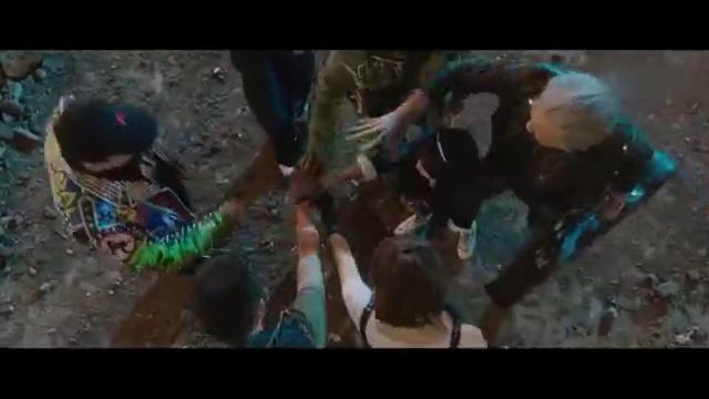 缝纫机乐队:乐队成员被打的遍体鳞伤却还是站到大吉他下