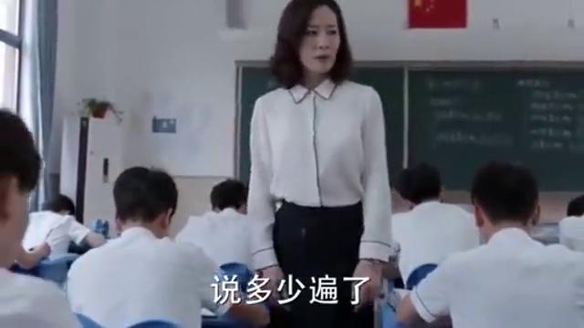 江天昊手机被老师扔下三楼,谁料昊子直接跟着往下跳,太冲动了!