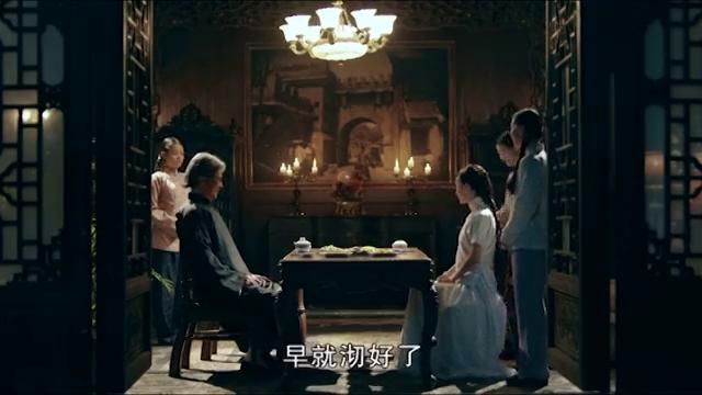 何辅堂安排施先生陪伴赵素影在屋中吃饭