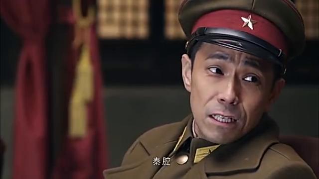 翻译官跟着长官去看戏,猛然看到台上演员,瞬间都红了眼眶