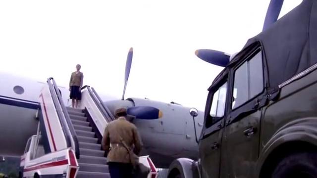 小伙上飞机被拦,空姐:这是首长专机,小伙掏出个证空姐瞬间尴尬