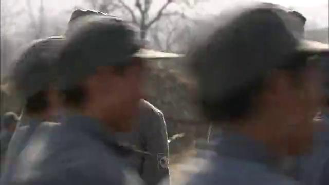 游击队操练,黄二喜吊儿郎当,被刘洪踹飞!