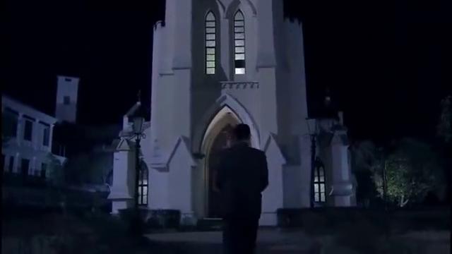 鬼子突然袭击教堂,小伙宝贝一甩,鬼子瞬间毙命