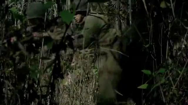 鬼子藏地洞里,以为此地很安全,怎料远征军几个手榴弹把他们炸懵