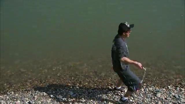 原来张强叫吴难来池塘边是想让他帮忙克服自己心里障碍,回忆那天