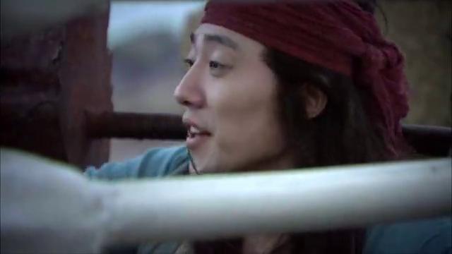 妈祖:小伙被海妖误关进了铁笼不得脱身,真是可恶!