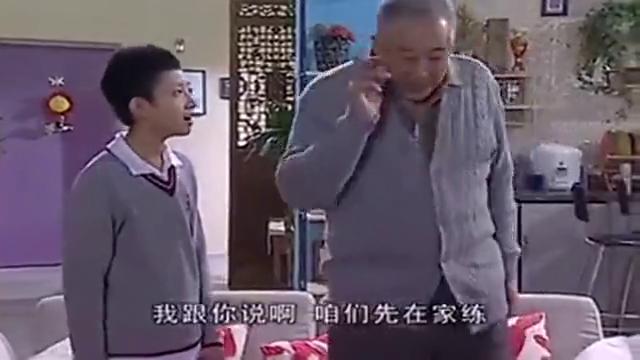 家有儿女:刘星迷上冬泳,老爸看热闹,却被姥爷逮到!