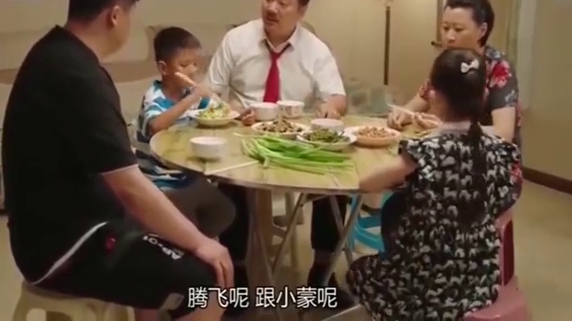 乡村爱情:谢广坤刁难小蒙,王老七给女儿撑腰:我拿铁锹拍他