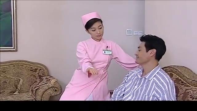 大叔给姑娘看手相,竟连她的心灵创伤都能看出来,厉害啊!