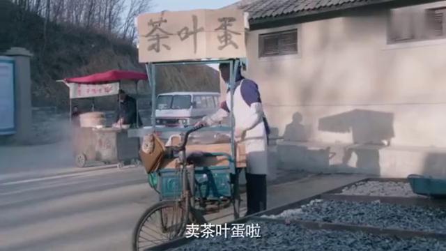 我哥我嫂34:一男大街叫卖茶叶蛋,被城管抓,不料遇到熟人!