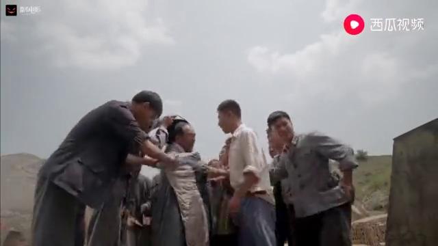 平凡:为了报答少安恩情,老师傅把被子浇湿,冒着生命危险进砖窑