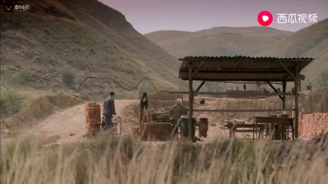 平凡:少安真是呆瓜,老师傅都把砖窑搞倒闭了,还敢请他上工!