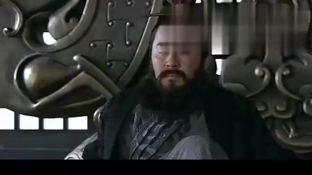 许褚:许攸让我砍他,我不砍就是孙子,曹操:把许褚拖出去斩了