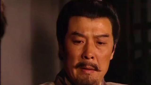 三国演义:刘表他想废长立幼,询问刘备意见,怎料妻子在外偷听!
