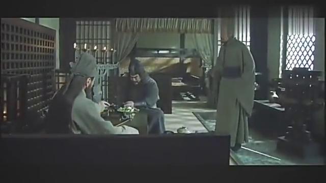 关羽、张飞耍性子,大敌来犯两人却在喝酒,气坏刘备
