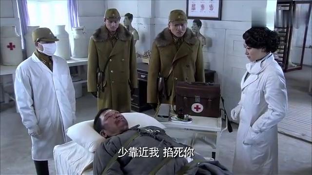 猎魔:鬼子要医生给囚犯打毒针,女医生看见囚犯泪目:这是亲爹呀