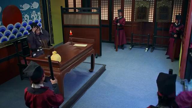 刘伯温知县嚣张让嫌疑犯下跪,怎料他竟是当今皇上,这下好看了