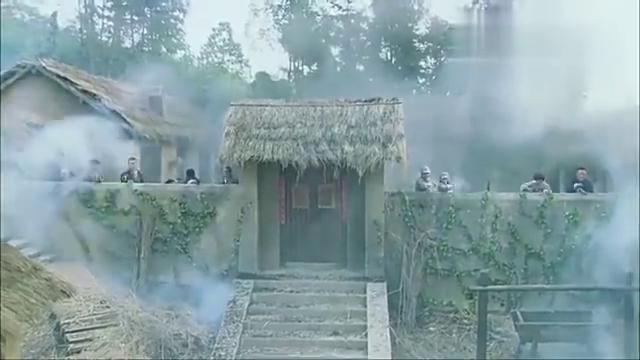 八路被鬼子围剿中,这汉奸却潜入军火库,直接拿走一把重型机枪