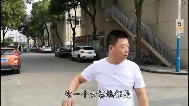 刘哥来到大品牌服装厂,小丽大侠选100款秒杀,据说还有炸弹款