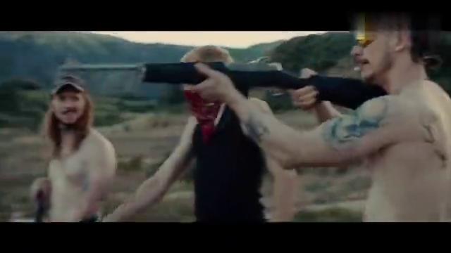 好莱坞犯罪大片:白人男子太猖狂,遭绑架后被纹了一身黑,劲爆