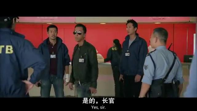 甄子丹走进电梯,感觉不对劲,随后反身就是一个飞毛腿