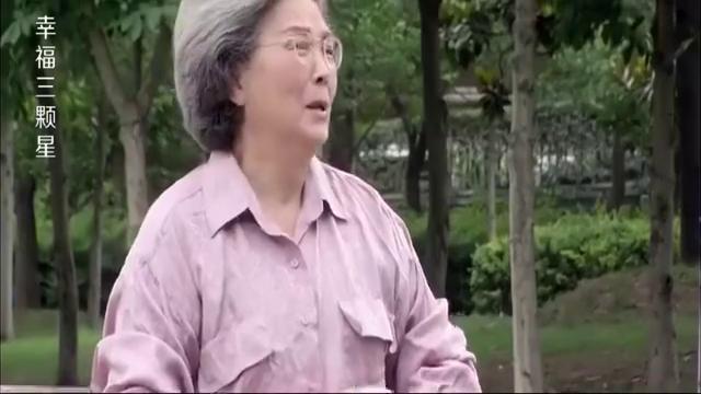 穷女孩好心请老奶奶吃饭,却不料老奶奶身份惊人,让餐厅损失惨重