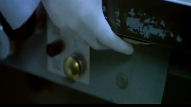 """香港黑帮电影,这么多""""钱"""",大佬邹兆龙的眼神是亮点!"""
