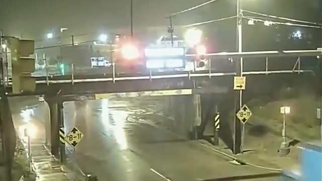 大货车司机过限高栏,下一秒让人有些哭笑不得