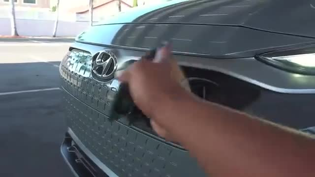 视频:全新现代ENCINO电动SUV,充电口展