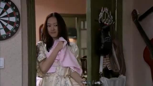妻子沐浴过后,精心准备的睡衣,谁知老公沉迷游戏不可自拔