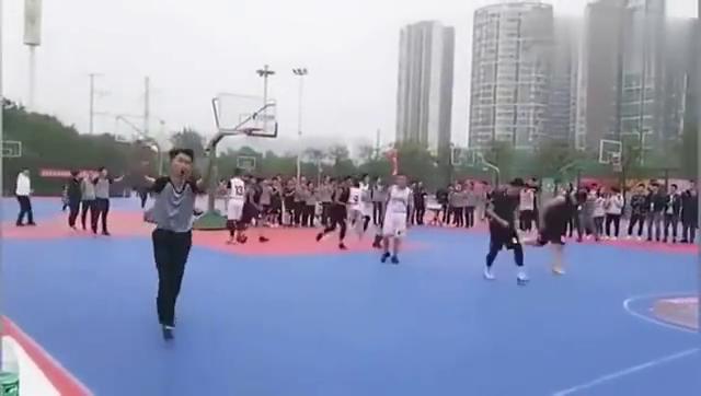 中国大一新生联赛中狂砍97分,这是要超越科比的节奏
