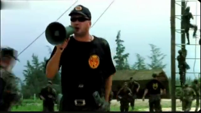影视:一部真实反映特种兵残酷军事训练的经典电影《冲出亚马逊》