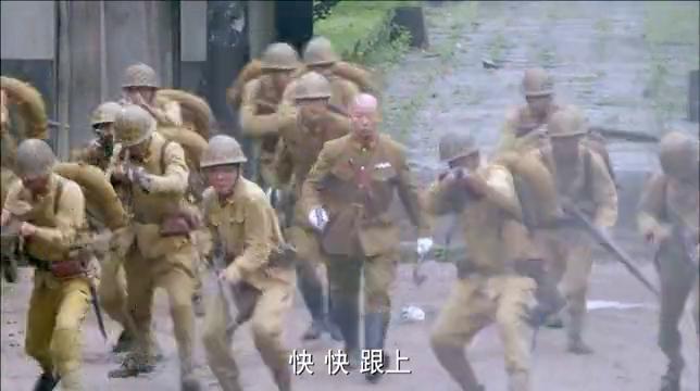 八路要火烧藤甲兵,不料鬼子按兵不动,还架起迫击炮