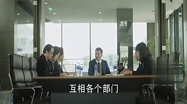 总裁正在发脾气,女儿打过来一个电话,吓得他差点钻进桌子底下!